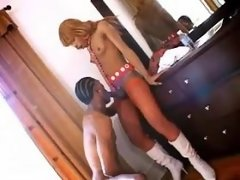 Ebony shemale sucked by black bloke