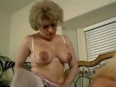 Strapon babe nailing blonde shemale